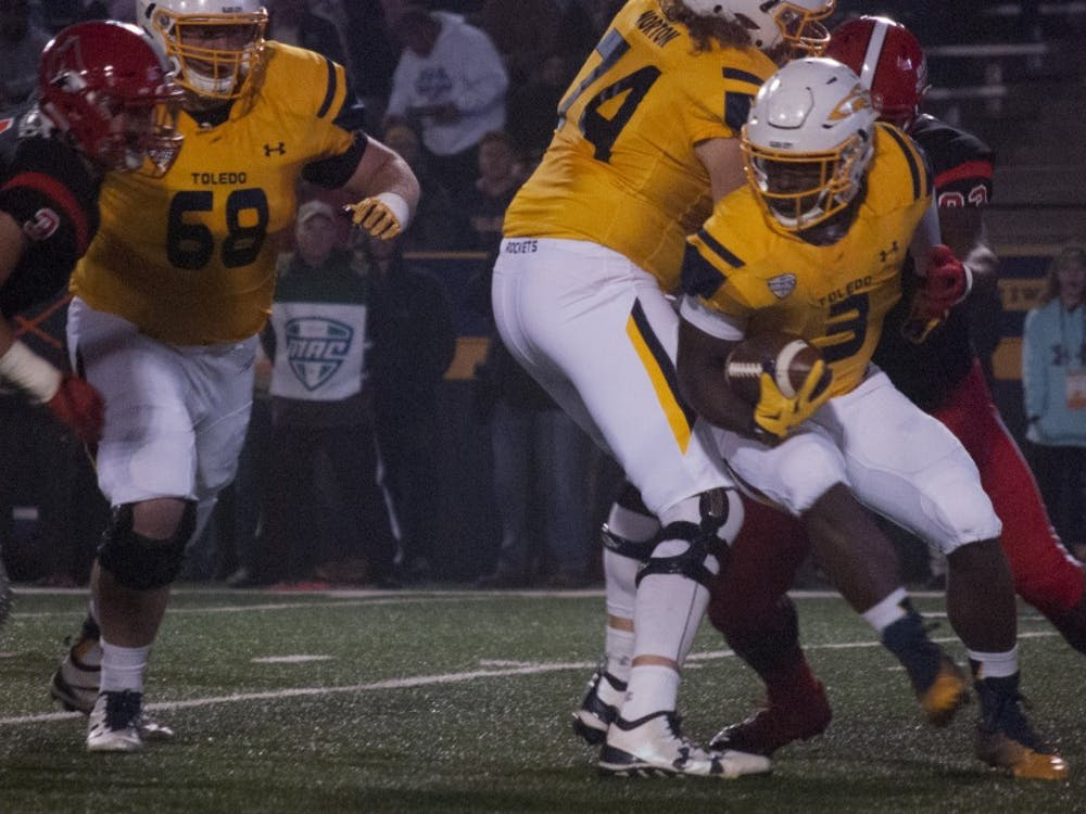 Senior Toledo running back Kareem Hunt runs the ball in the Rockets' 39-17 win against Ball State. Hunt finished with 109 rushing yards, 98 receiving yards and a 71-yard touchdown catch. Colin Grylls//DN