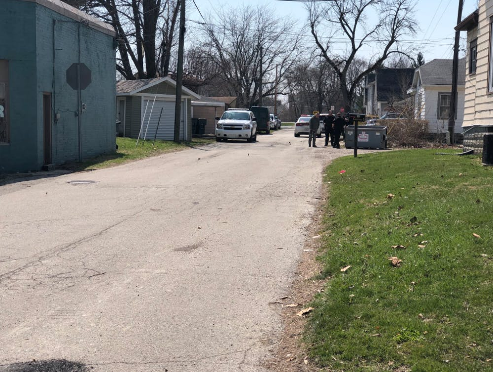 <p>Ball State University Police and Indiana State Police responded to the area of North Reserve and West North streets for reports of a possible meth lab Wednesday, April 11, 2018. Indiana State Police removed the lab. <strong>Andrew Smith, DN Photo</strong></p>