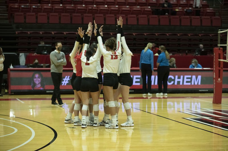 Women's volleyball loses against Bowling Green