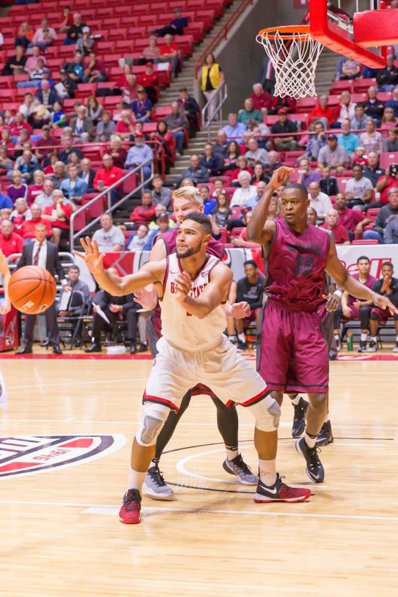 Men's basketball opens season in St. Louis