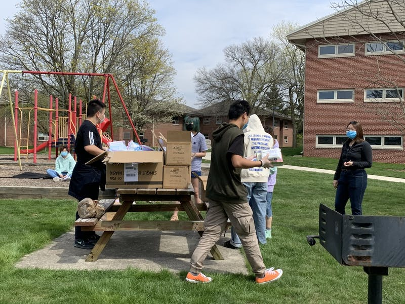 """Chinese students in Ball State get the epidemic prevention """"health package"""""""