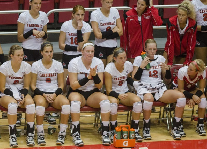 Early injury affects Ball State women's volleyball in MAC quarterfinal match