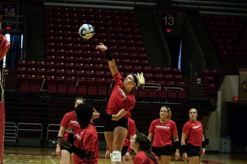 Women's Volleyball finds redemption in four-set victory over Western Michigan