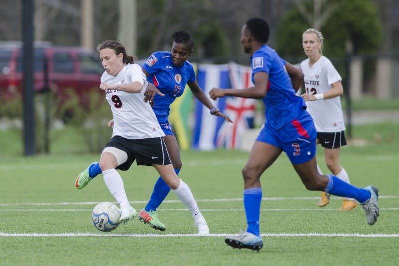 Soccer remains undefeated in MAC play