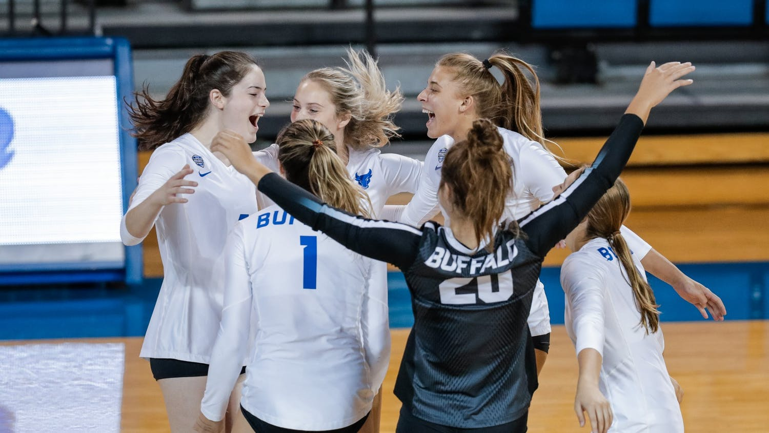 Women's volleyball (5-4) went 2-1 this weekend at the WNY Invite at Alumni Arena.