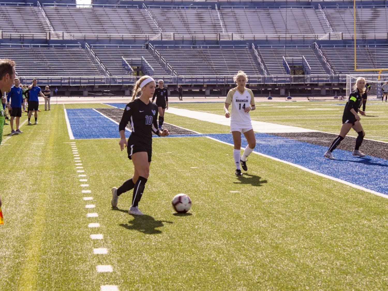 Senior Kara Daly looks to pass during game on Sunday.