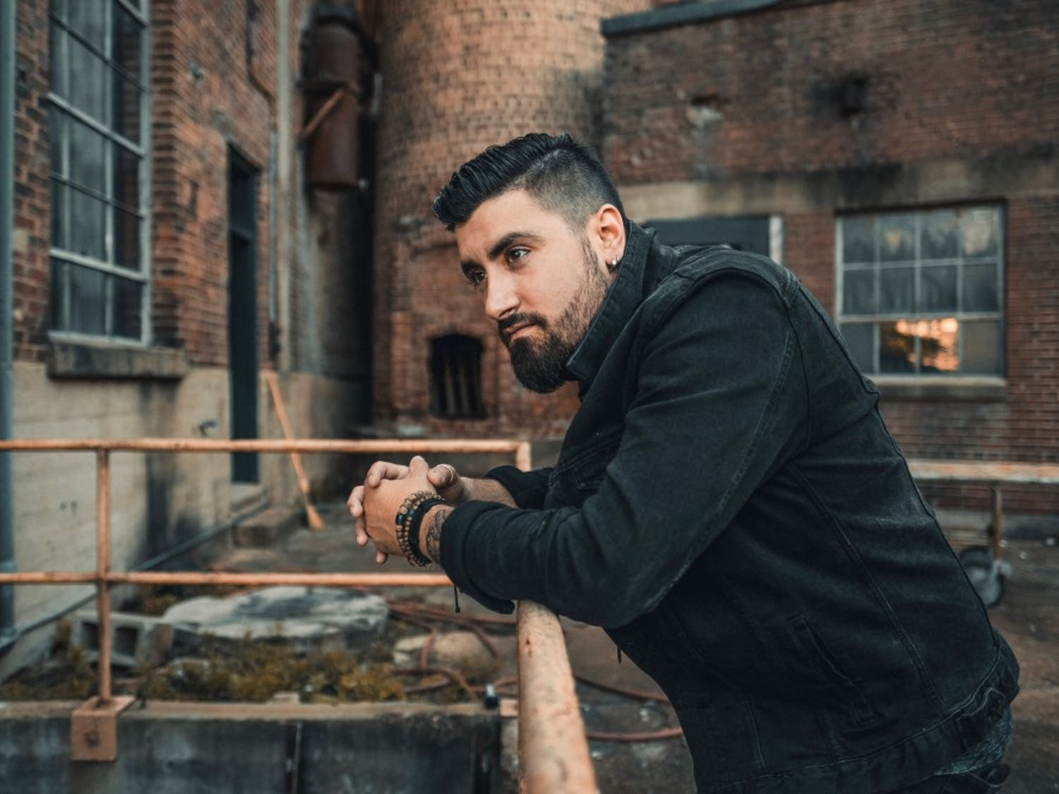 Country singer Eric Van Houten grew up in Buffalo with no initial plan to move to Nashville.