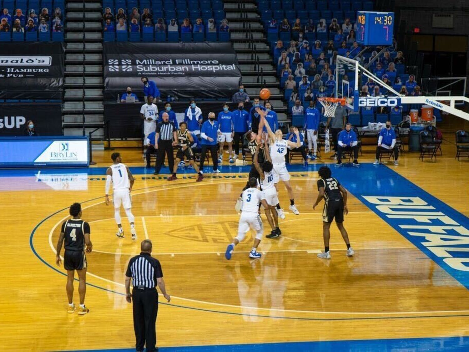 UB men's basketball wins in an 86-54 victory over Western Michigan.