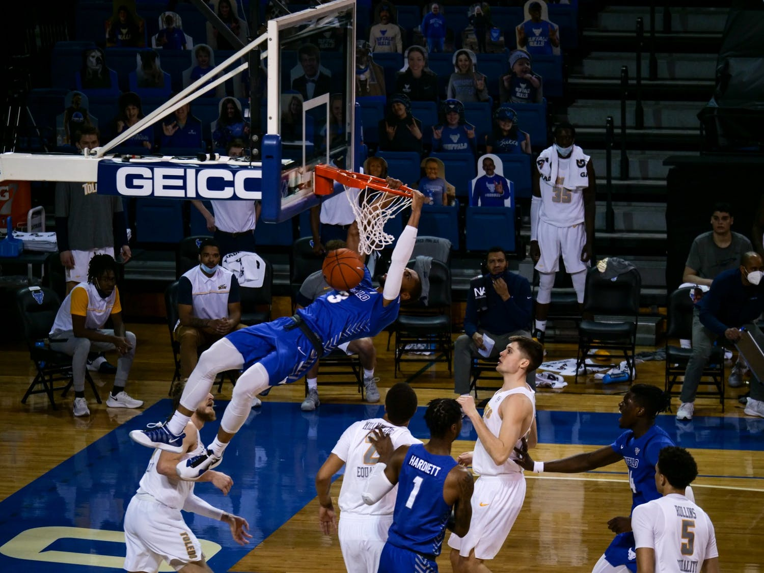 Senior guard Jayvon Graves had 17 points and nine rebounds in an 81-67 victory over Kent State Friday.