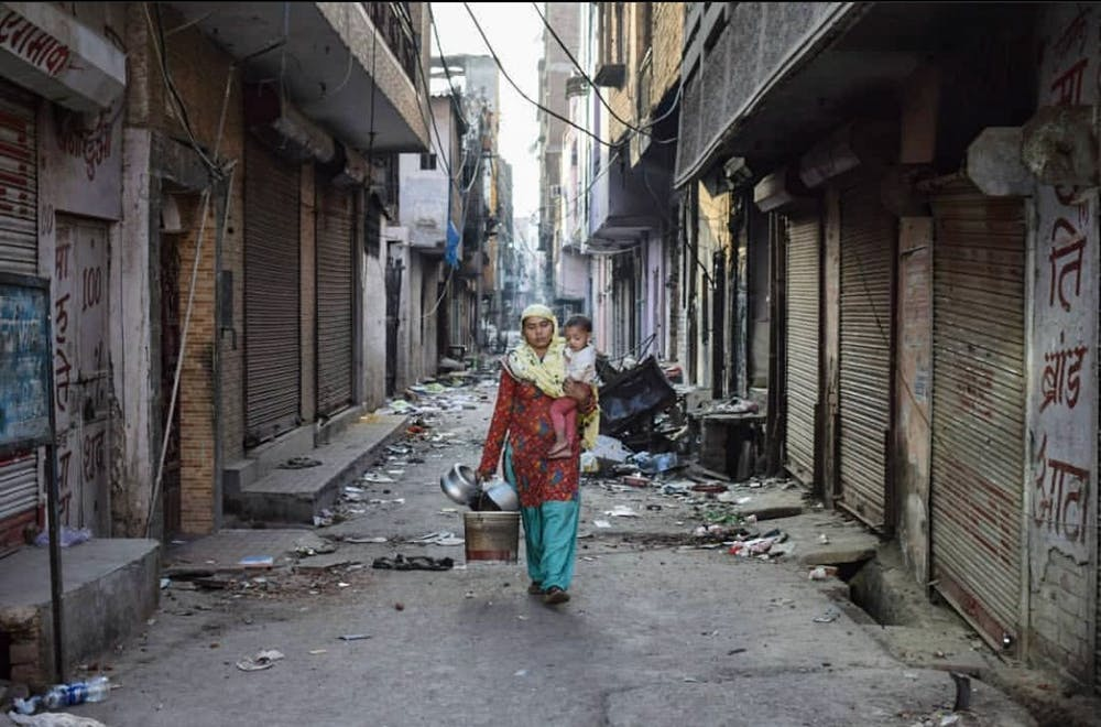 <p>Residents of Chand Bagh in northeast Delhi leaving their homes amid the riots.</p>