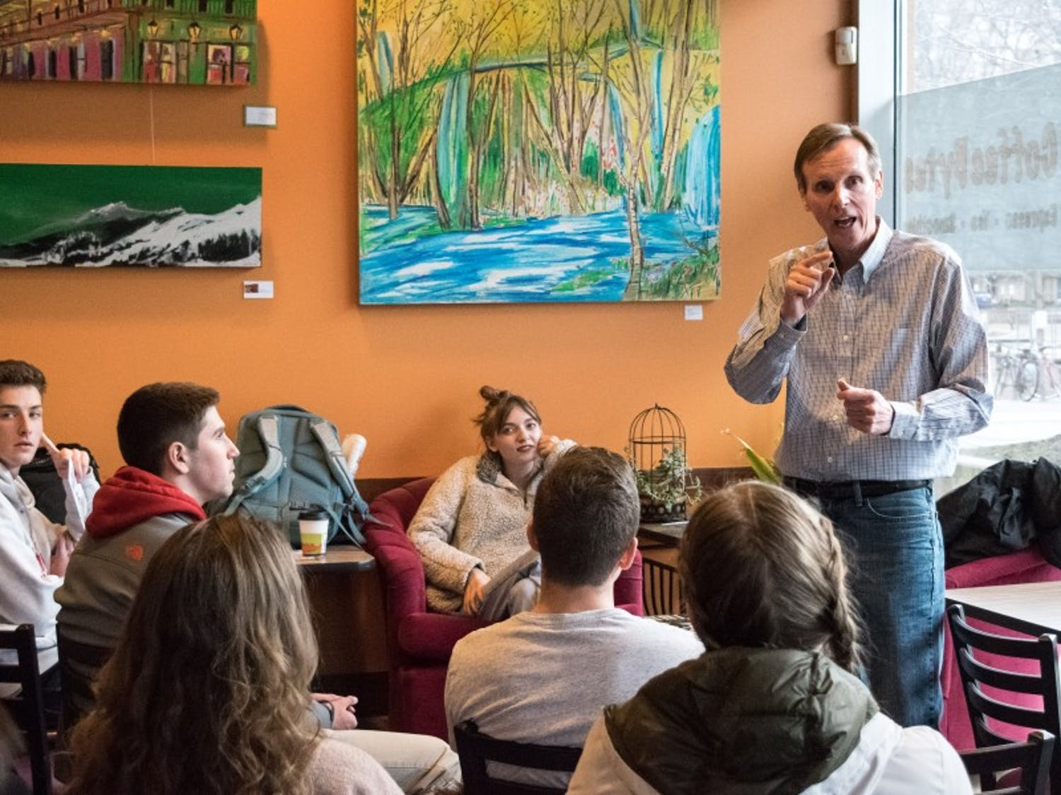 The UW-Madison College Democrats hosted gubernatorial candidate and open government activist Mike McCabe on Tuesday to talk to students about the issues central to his campaign.