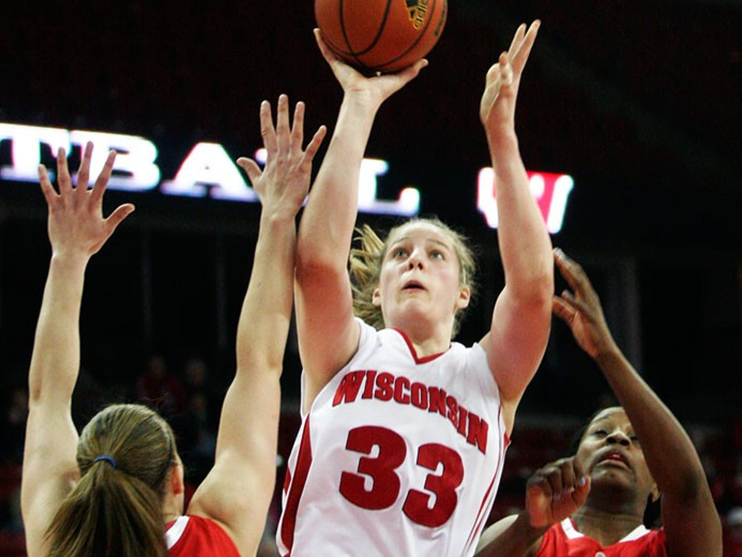 Badgers play Buckeyes tight but come up short
