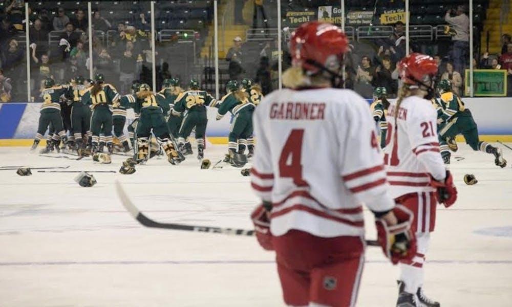UWHockeyLoss.jpg