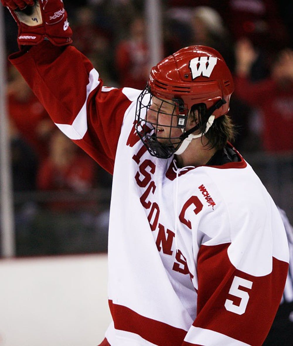 Geoffrion, Smith, Mitchell step up in sweep of hapless Michigan Tech