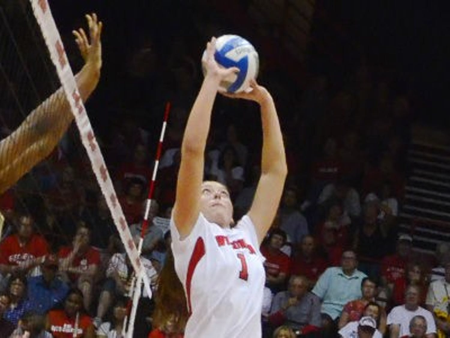 Lauren Carlini helped lead Wisconsin through a dominant weekend, registering 127 assists across three matches.