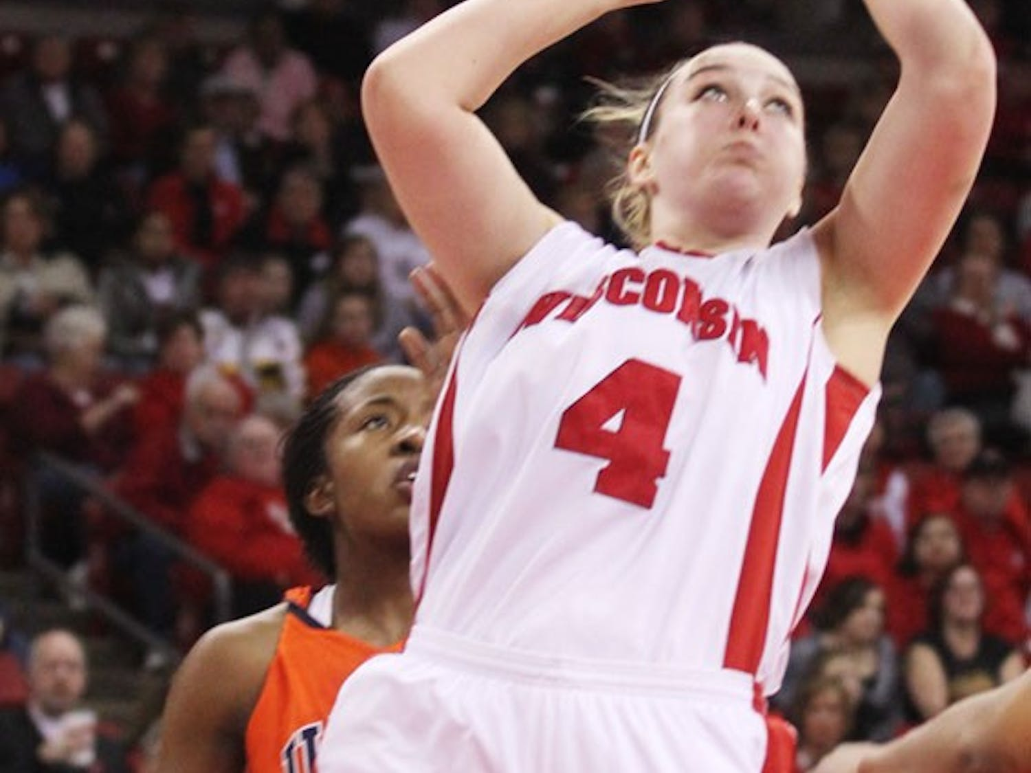 Steinbauer shines as Badgers keep improving in win over Ilini