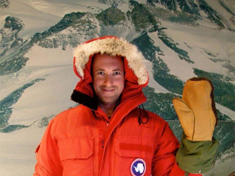 Person_in_arctic_mittens_&_coat.jpg