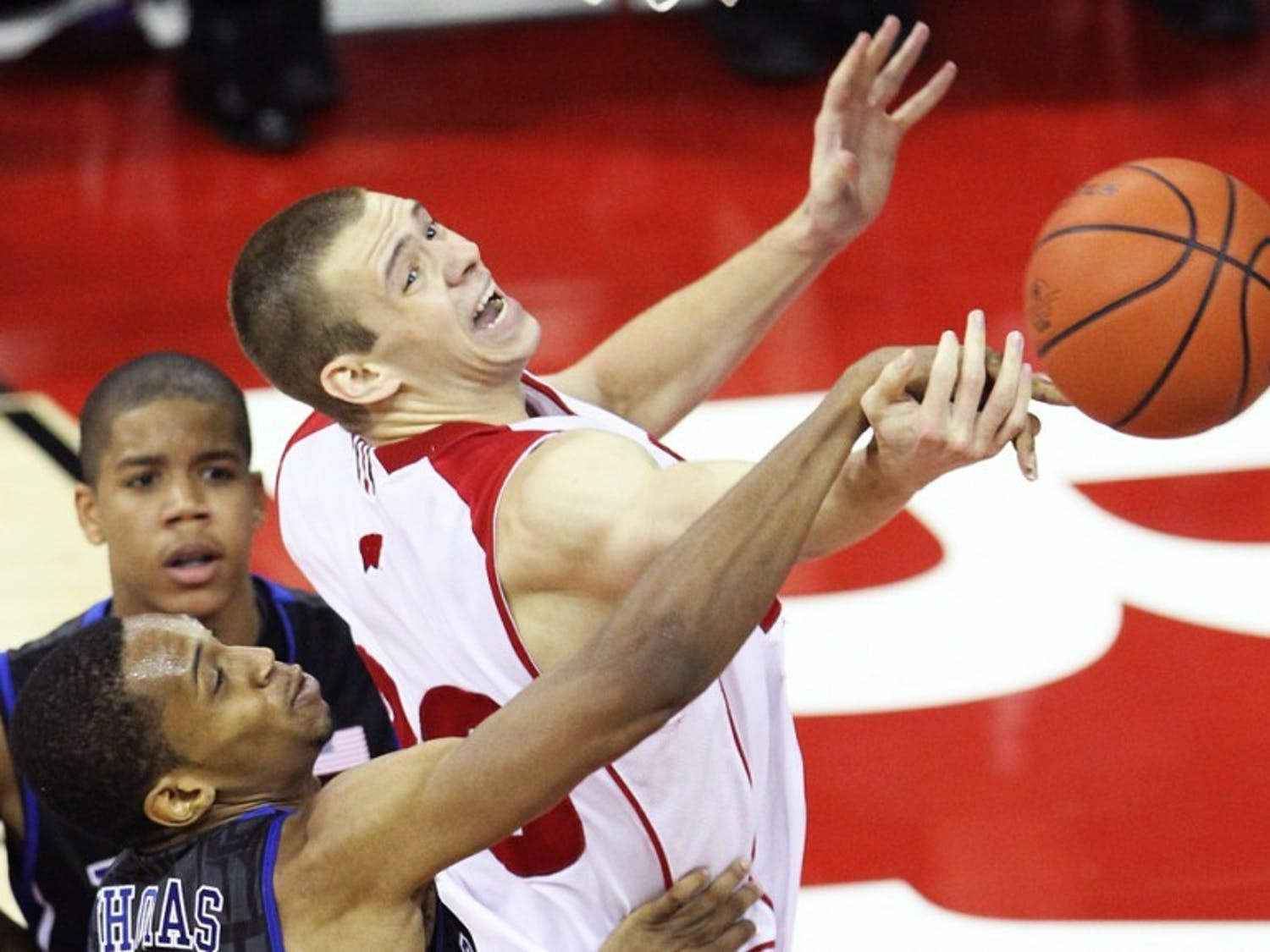 Badgers use uncharacteristic quick pace in win