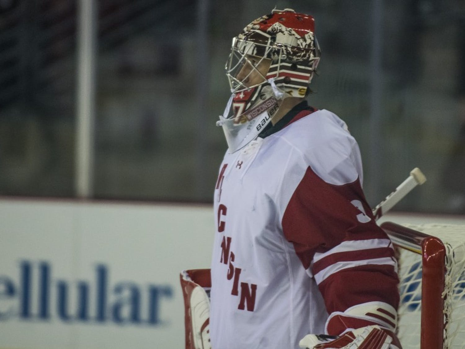 Kyle Hayton played well, but the Badgers couldn't provide enough offensive support in 4-2 loss.