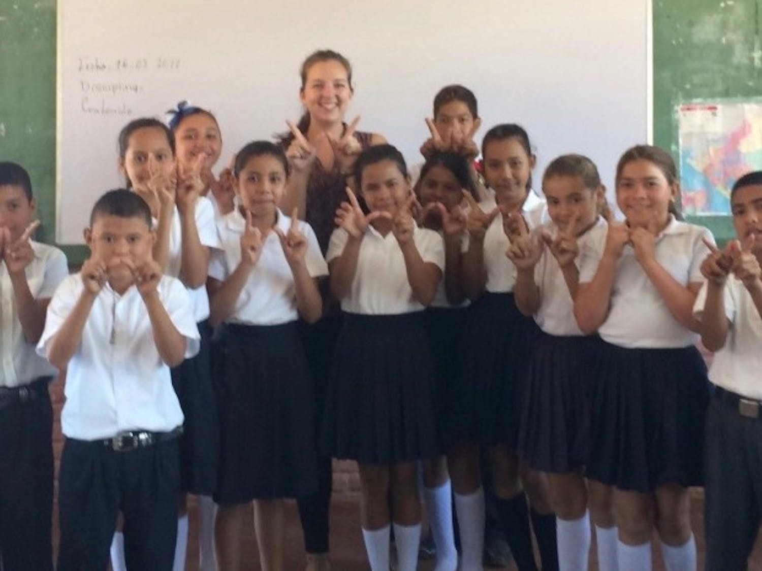 Laura Linde, a 2014 UW-Madison graduate and Peace Corps volunteer, with her group of Peace Corps Nicaragua students.
