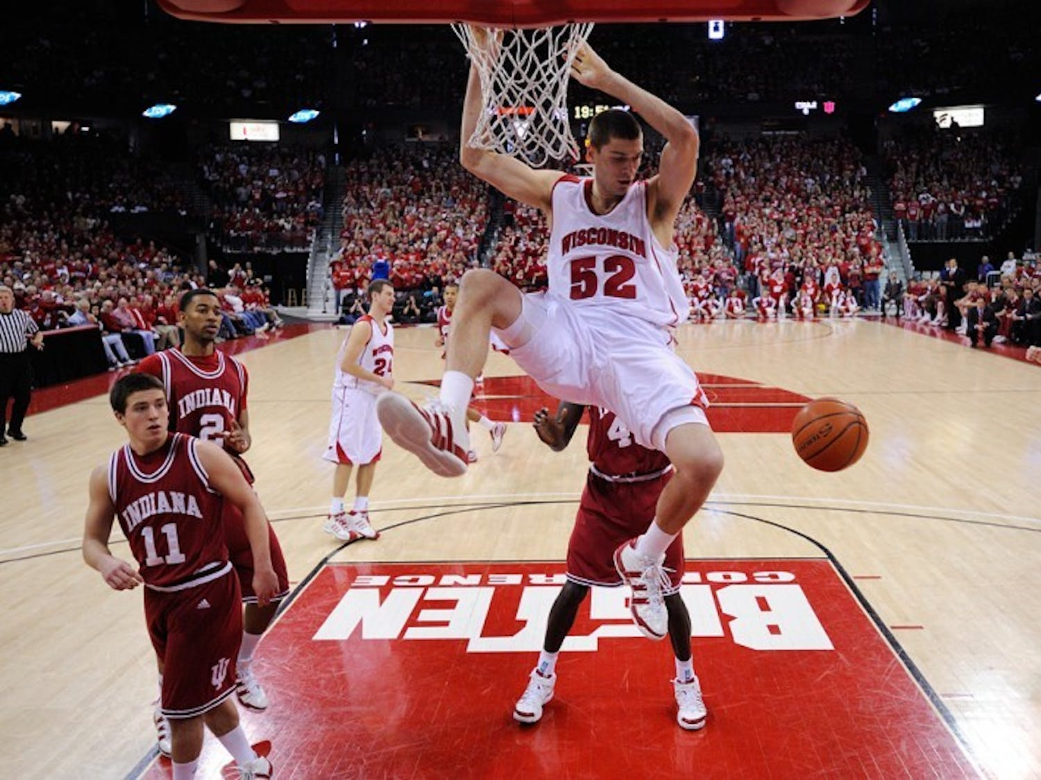 Indiana shows little resistance as UW cruises
