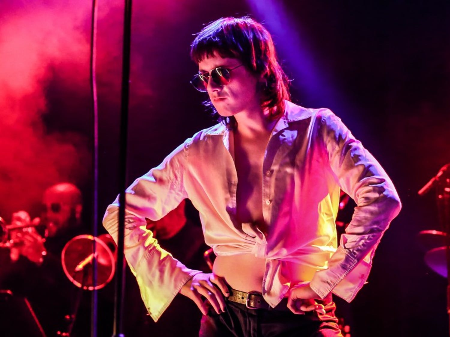 Foxygen highlighted their glam-rock sound and aesthetic during their performance Saturday.