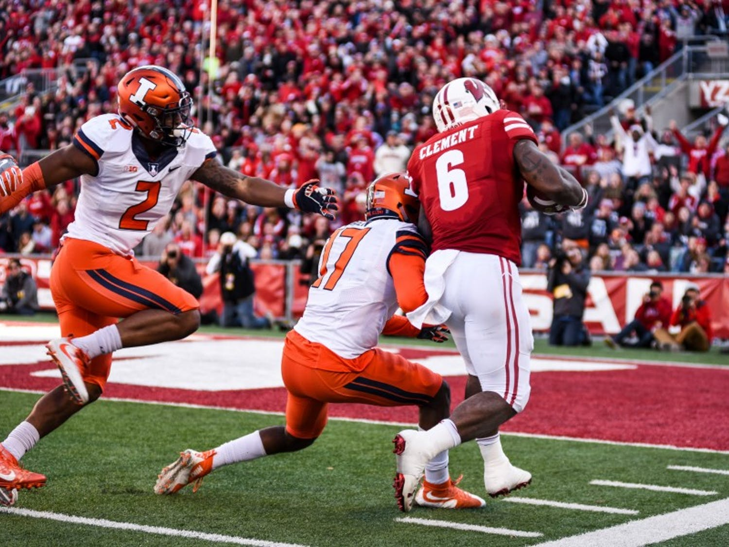 Clement dashes toward the end zone in Wisconsin's blowout victory over Illinois.