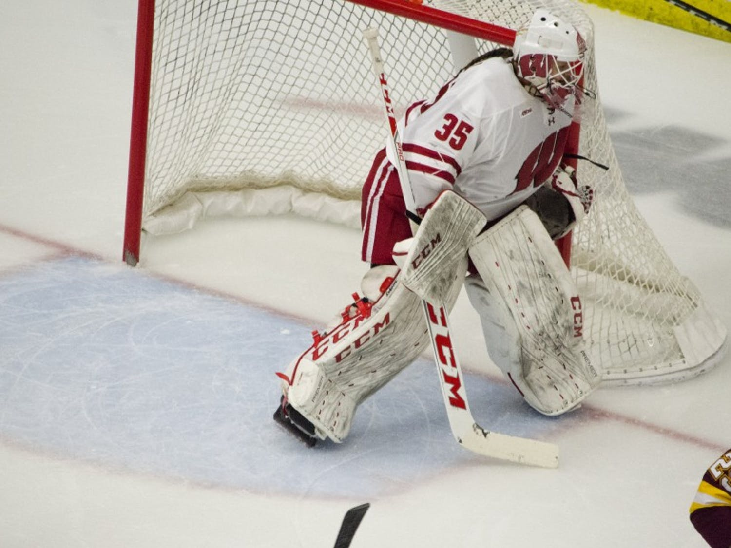 Kristen Campbell made a season-high 30 saves, including 18 in the third period, to hold off the Gophers on Sunday.