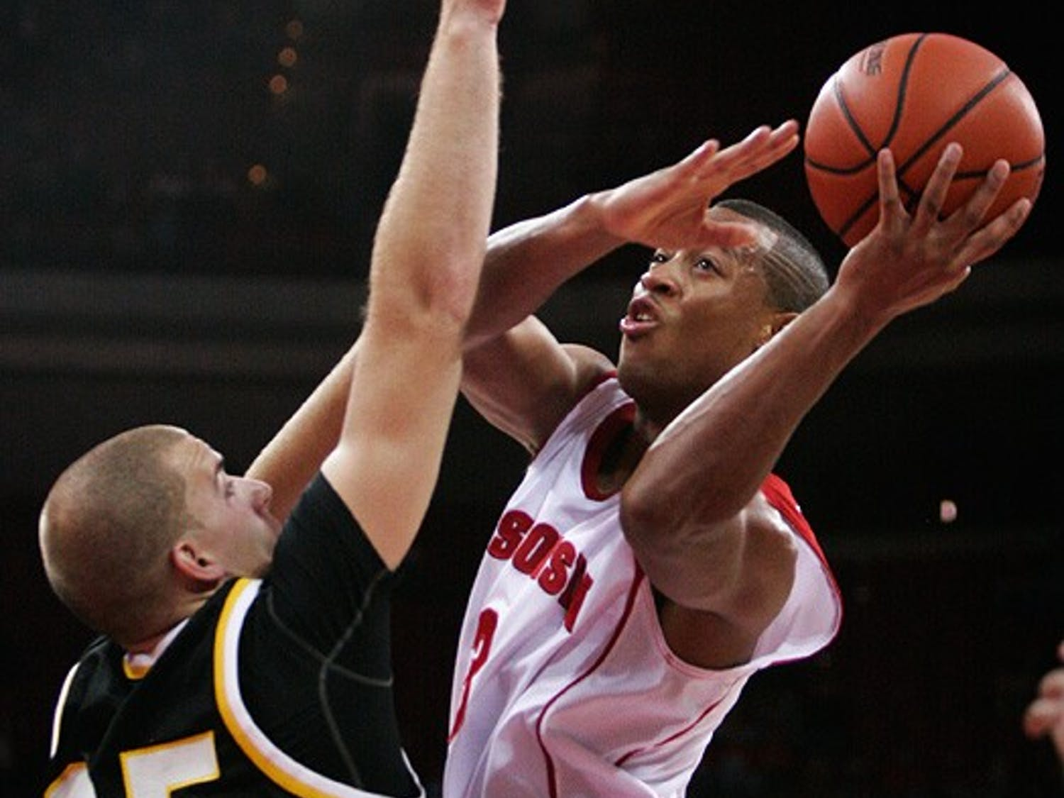 Badgers ride strong defense to lopsided win