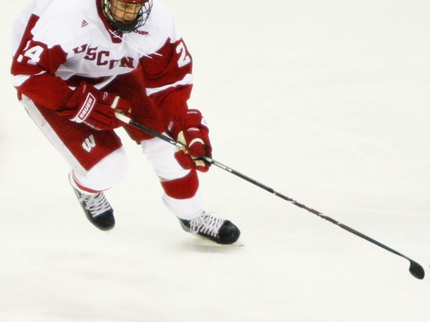 Wisconsin wins one, drops one at St. Cloud State in weekend series