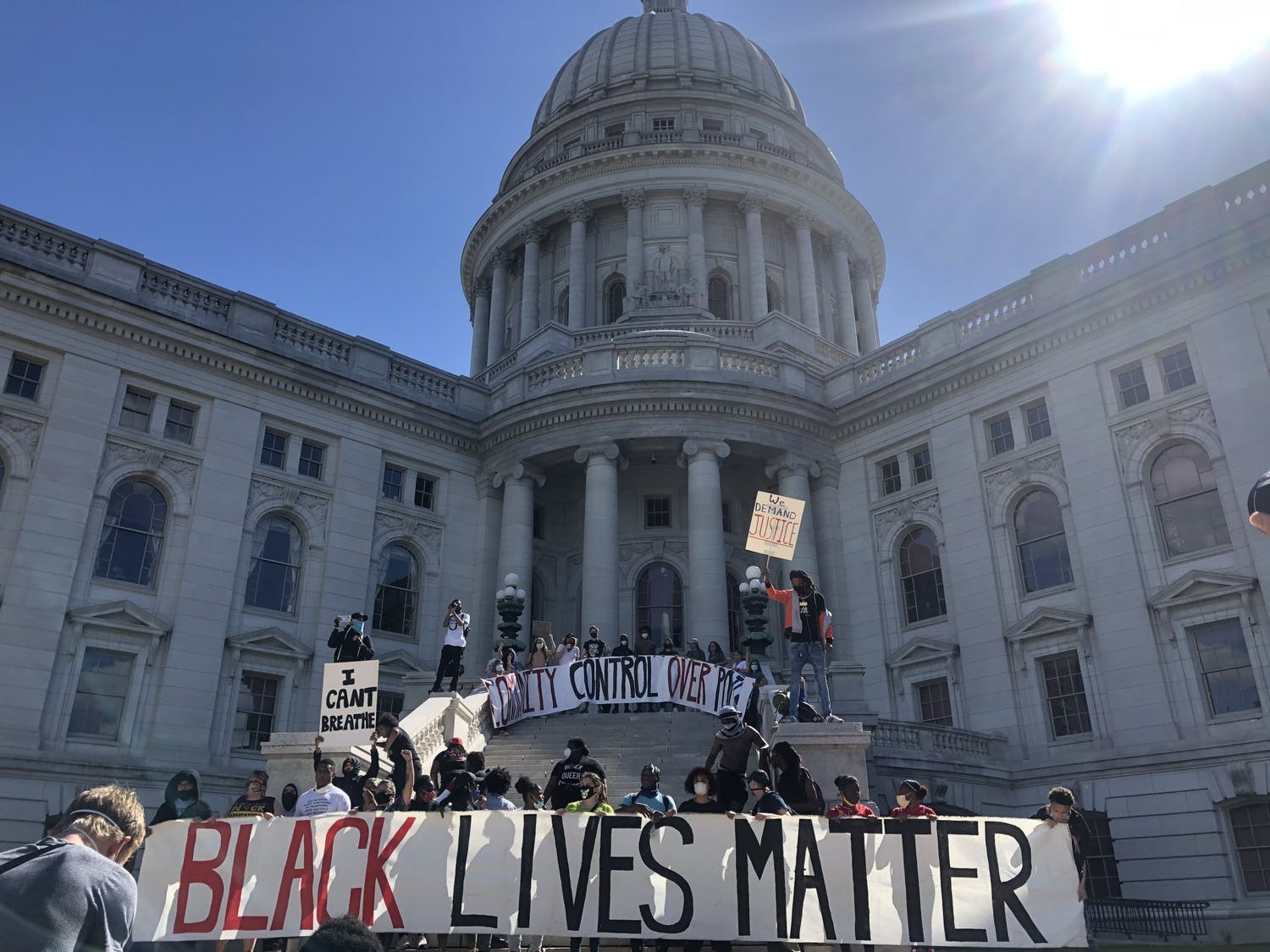 The protest marched all the way from the capital to Williamson Street, back to the capital for this dramatic moment. 4:13 p.m.