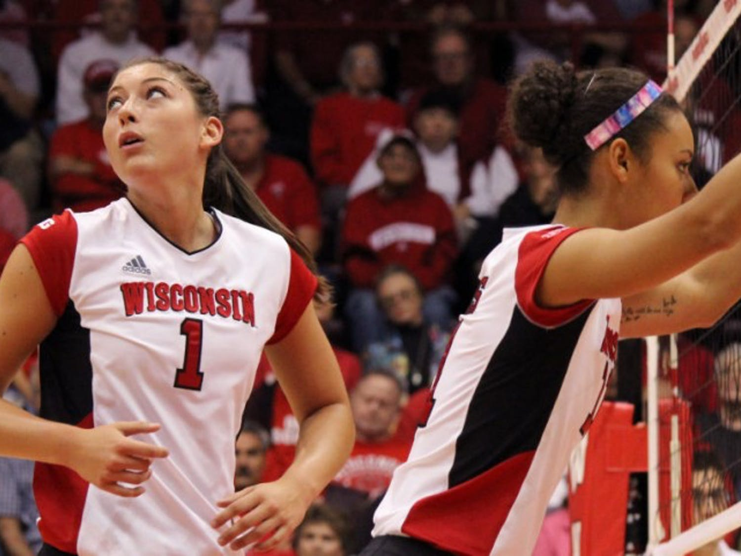 After dropping two Big Ten games, Wisconsin, led by Lauren Carlini, topped Illinois at the UW Field House.