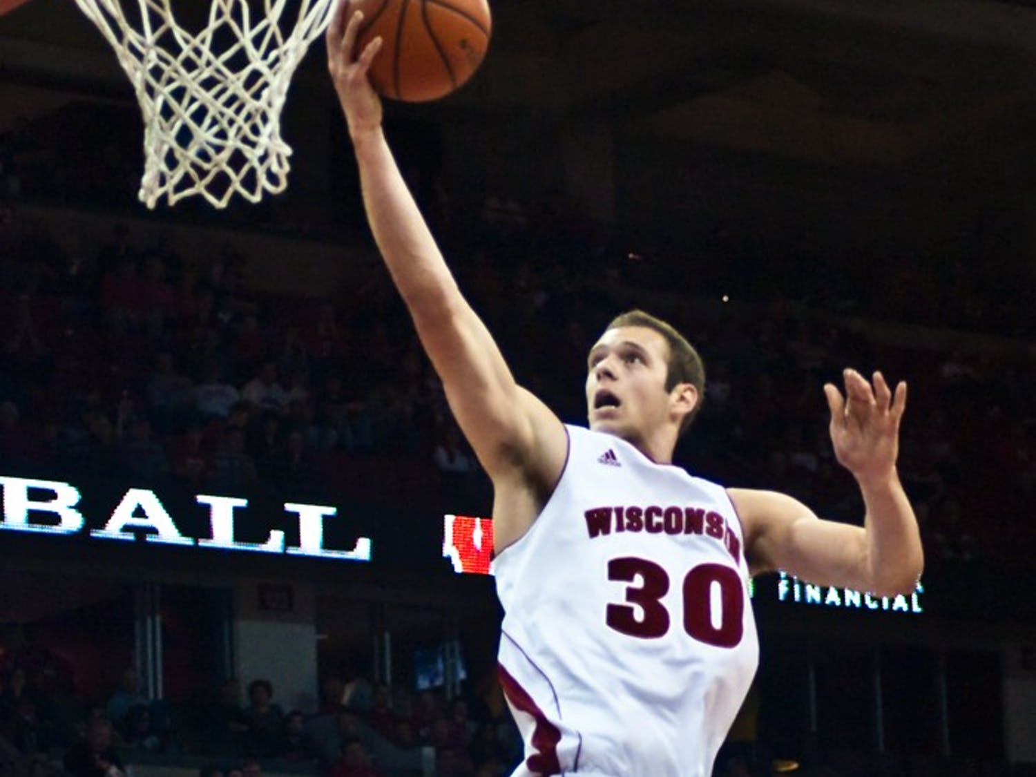 Balanced attack fuels 85-53 romp over Sioux