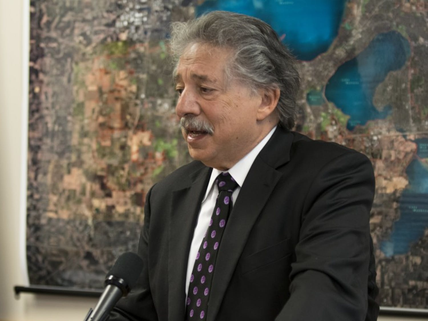 Madison Mayor Paul Soglin announced Tuesday he would appoint one of his deputy mayors to oversee an apartment complex that houses homeless families as a result of the large number of police calls made there.