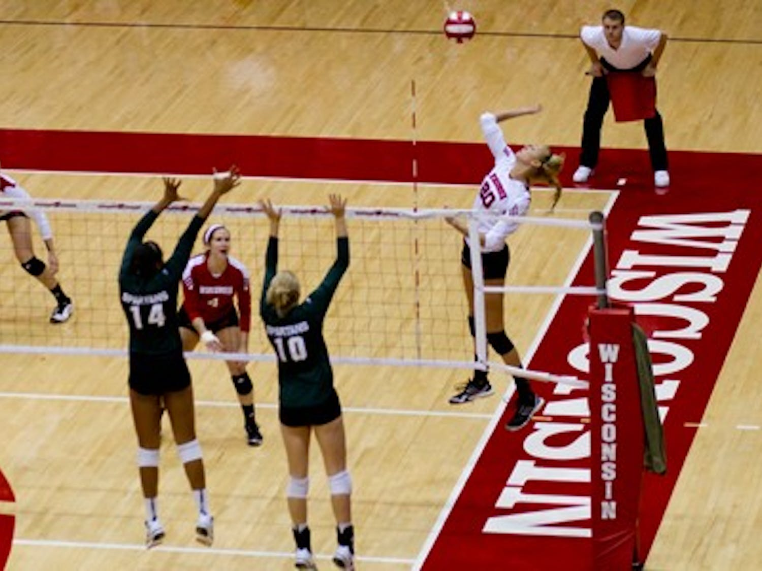 Sophomore outside hitter Ellen Chapman led the Badgers with 13 kills in Wisconsin's loss to Minnesota Wednesday.