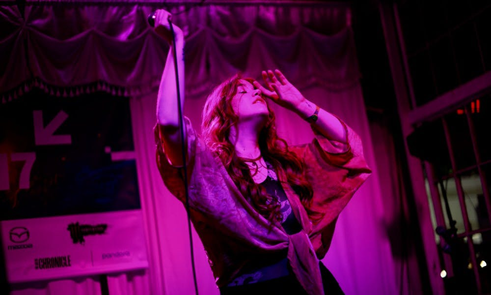 Anna Wise captivates in intimate performance at Swan Dive Lounge.