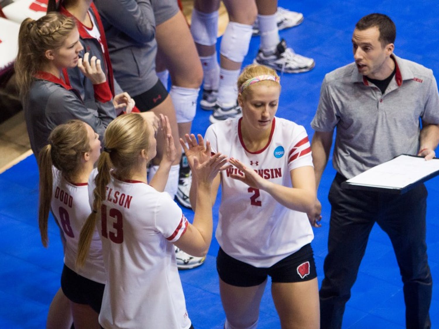 Haleigh Nelson was dominant in the final set as Wisconsin battled back to defeat Ohio State.
