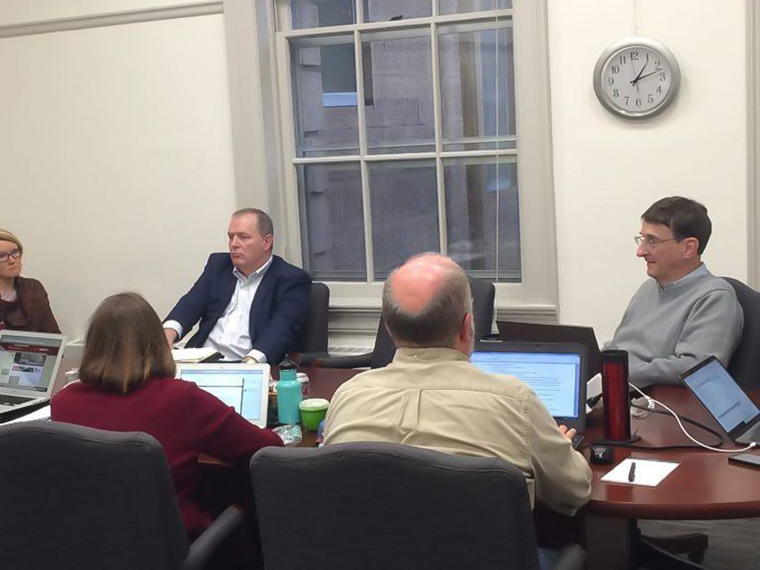 University Committee members discussed a number of campus issues at their meeting in Bascom Hall Monday.
