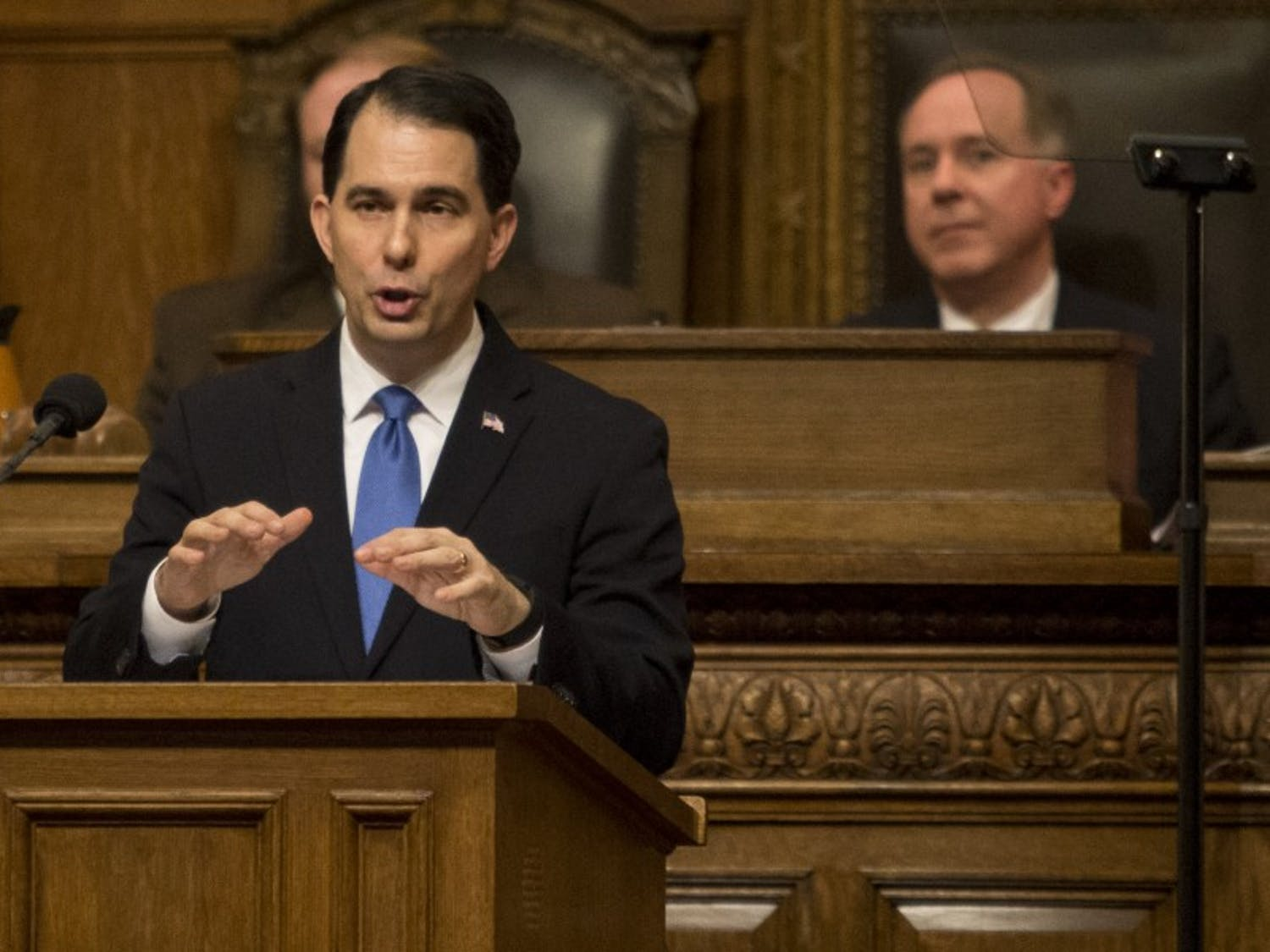 Gov. Scott Walker issued an executive order Monday prohibiting state government from making any plan to comply with the Clean Power Plan.