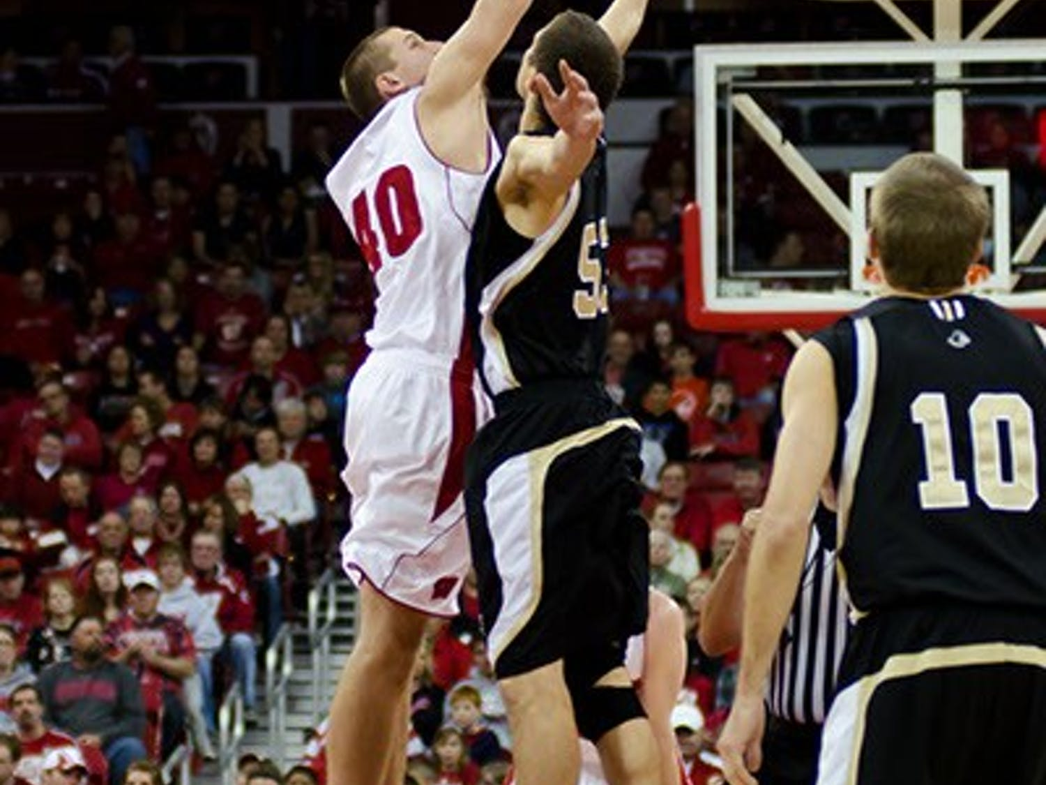 An experienced Wofford Terriers team (1-1) comes in to Madison looking to upset the Badgers (2-0) at the Kohl Center Saturday night.