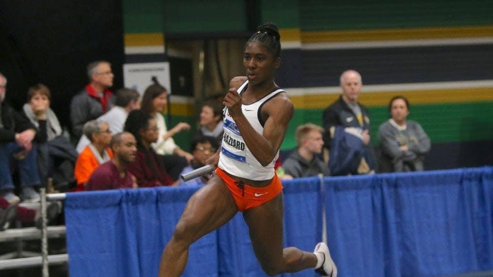 La estudiante de cuarto año, Halle Hazard, estableció un nuevo récord al completar la carrera de 60 metros en 7.23 segundos en el segundo día de los campeonatos.