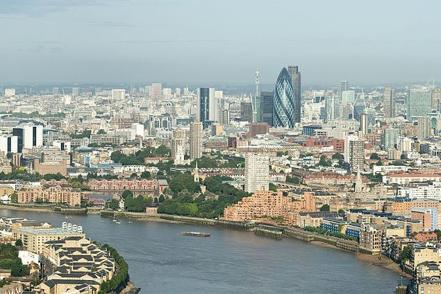 800px-City_of_London_Skyline_from_Canary_Wharf_-_Sept_2008