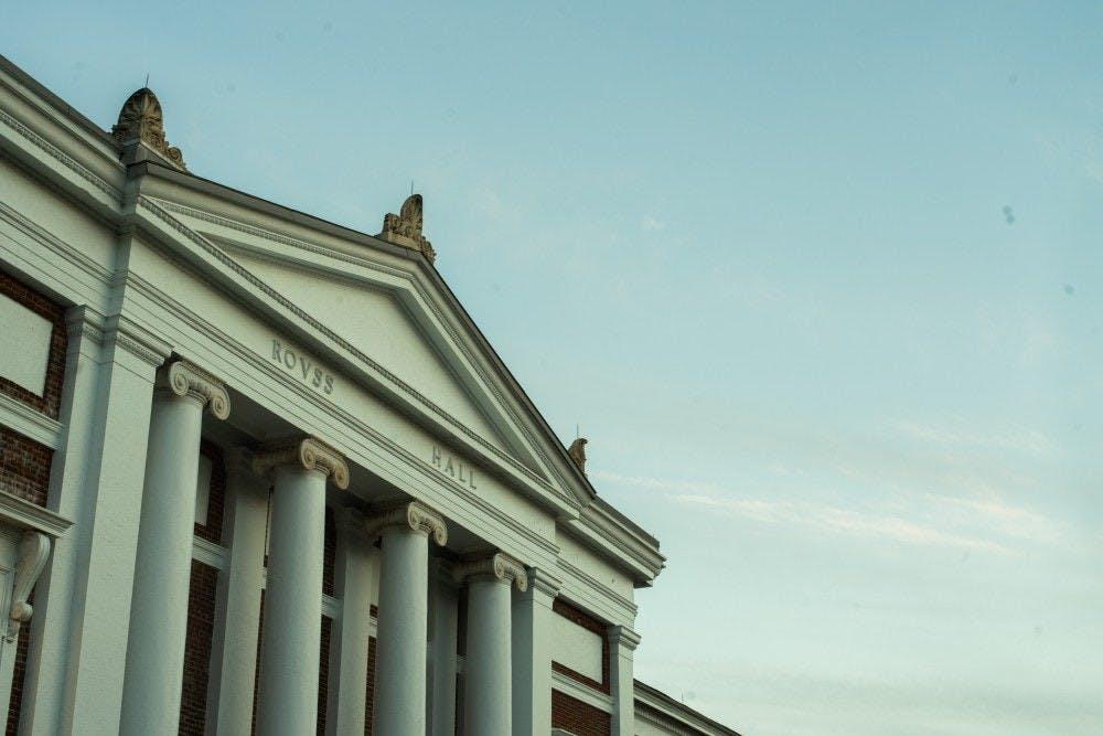 La Escuela de Comercio McIntire aceptó a 306 candidatos de 560 solicitantes para la Clase de 2021.