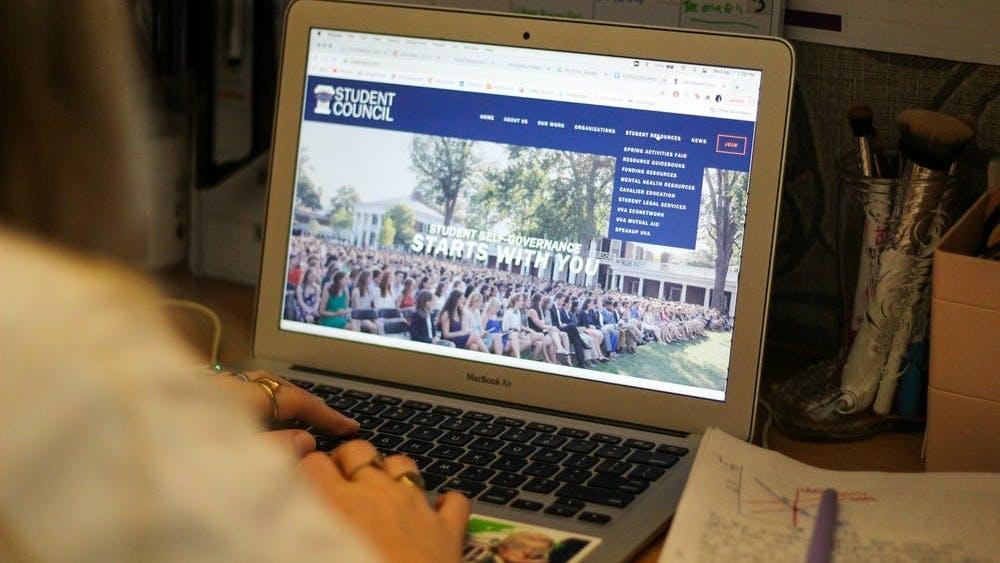La agencia de Asuntos Estudiantiles Internacionales se inició en octubre de 2020 debido a una falta previa de estudiantes internacionales en el Consejo Estudiantil.