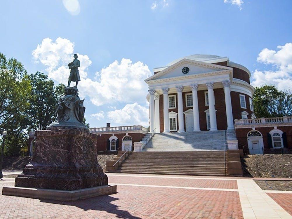 Los administradores de la Universidad clarificaron que cualquier estudiante indocumentado o DACA que ha sido admitido puede solicitar exoneración de la tarifa de inscripción de $400.