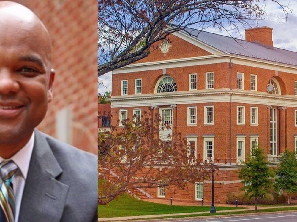 Harris se unió a la Universidad como profesor en la Escuela Curry en 2011.