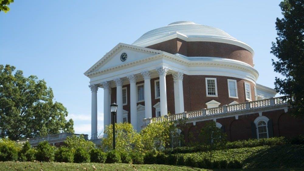 La decisión viene poco después del anuncio del gobernador de Virginia Ralph Northam el lunes, en el que emitió una orden de quedarse en casa al nivel estatal.