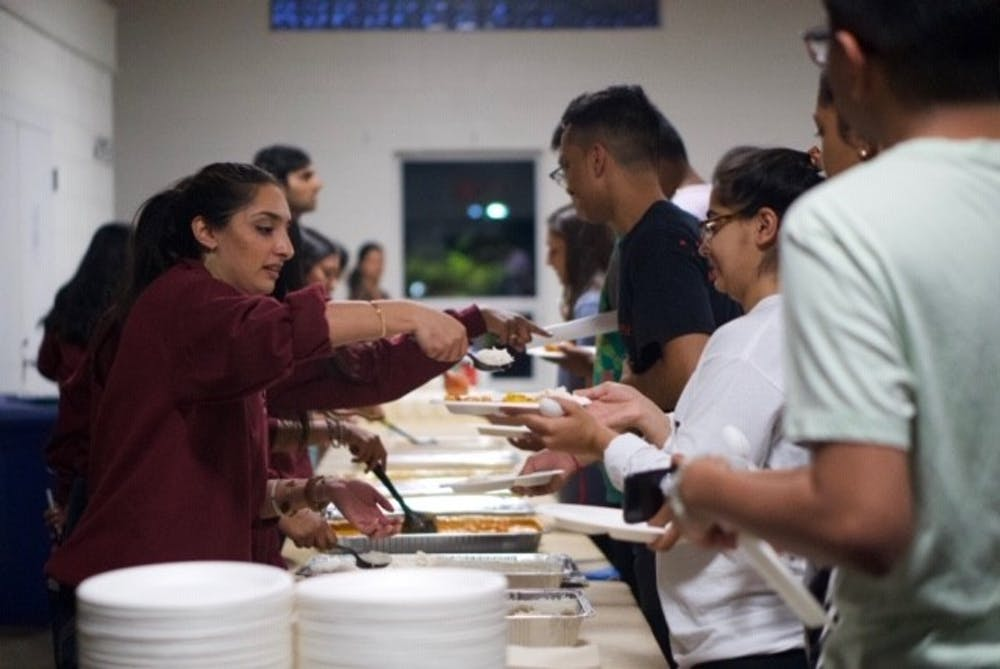 <p>&nbsp;ISA members use eco-friendly materials to serve food at their second zero-waste event.&nbsp;</p>