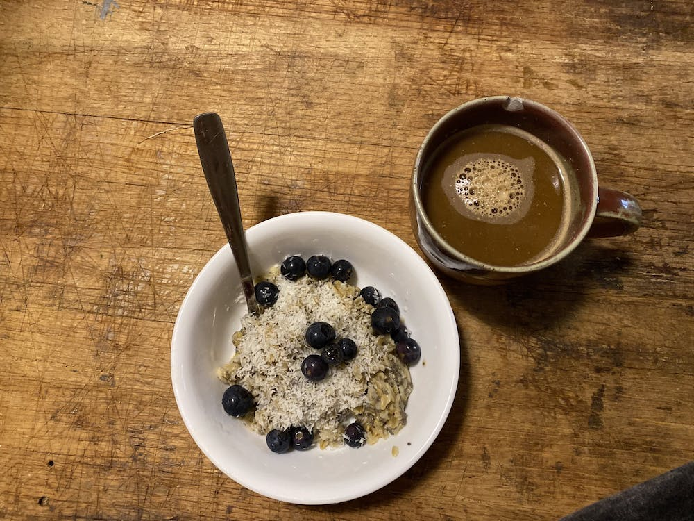 <p>&nbsp;Oats are easy to take on-the-go, and they stay delicious and warm in any insulated mug. &nbsp;</p>