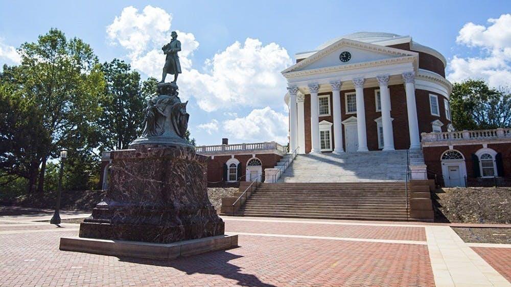 这项提议意味着,圆顶大厅前的托马斯·杰斐逊雕像以及学校里的其他雕像和纪念碑将很可能被数字背景化。